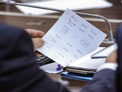 Эксперты ВШЭ предсказали падение зарплат бюджетников на треть