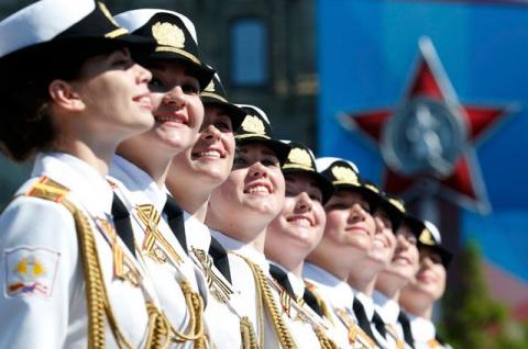 «Армия мини-юбок». Как росси…