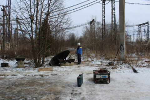 """Орловские студенты услышали жалобный плач… Чтобы вытащить четырёхлапого """"орлёнка"""" из воздухозаборной шахты, понадобилось 2 дня"""