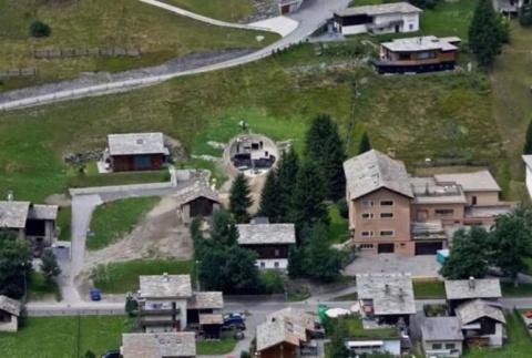 2 мужчин построили дом в хол…