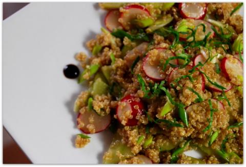 лёгкий салат из КИНОА, редис…