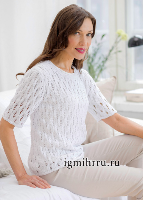 Нежный пуловер с ажурным узором