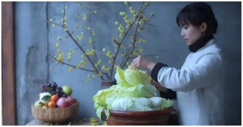 Китаянка показала, как с нуля приготовить кимчи
