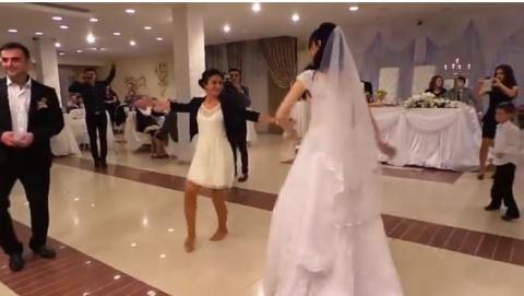 Подружка невесты решила стан…
