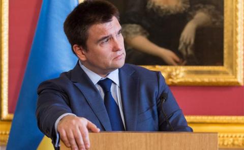 Назло России глава МИД Украины отказался от матери
