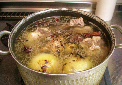 Бабушкины рецепты здоровья: готовим полезный и вкусный костный бульон!