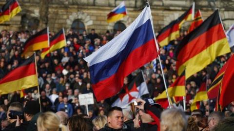 Немец приехал в Россию и раз…