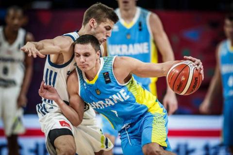 Защитник сборной Украины пер…