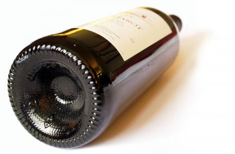 Вот зачем на дне бутылок для вина сделано это углубление.