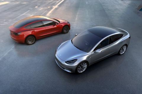 «Тесла» представила самую бюджетную модель своего электрокара