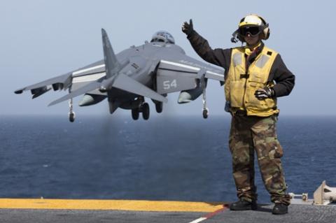 Дефицит военных летчиков в США связан с падением цен на нефть