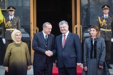 Порошенко предложил Турции вступить в «группу друзей деоккупации Крыма»