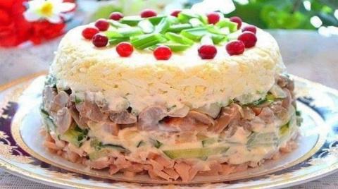 Нарядный праздничный салат «…