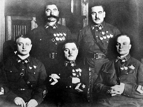 Для чего первый маршал СССР называл себя Василием Блюхером?