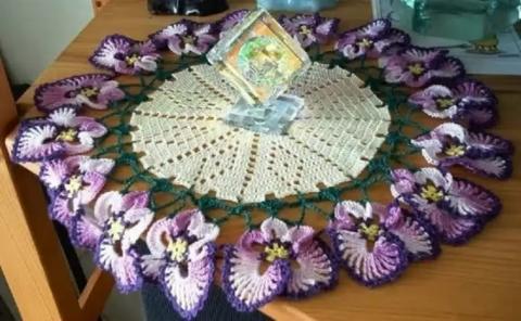 ВЯЖЕМ. Салфетки с цветами и бабочками