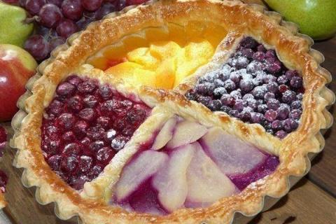 Слоеный пирог «Ягодное лукошко»