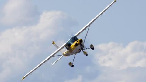 Самолет столкнулся с вертоле…