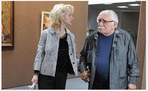 """""""Она сбежит на Украину, это мафия"""": Джигарханян хочет судиться с женой, переписавшей на себя его имущество"""