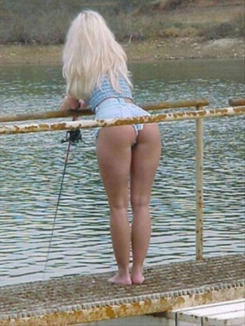 Девушка в #БИКИНИ ловит Крупного Карася...