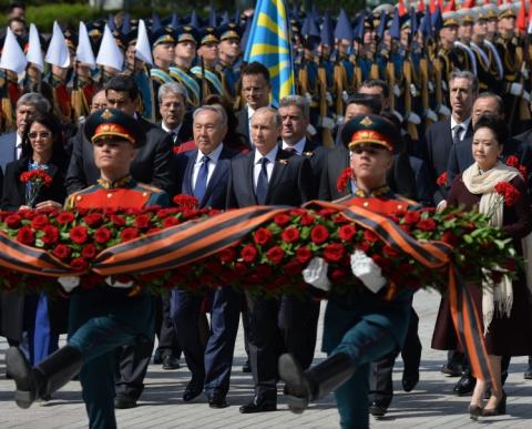 В Кремле объяснили отказ Путина поздравить глав Украины и Грузии с Днем Победы