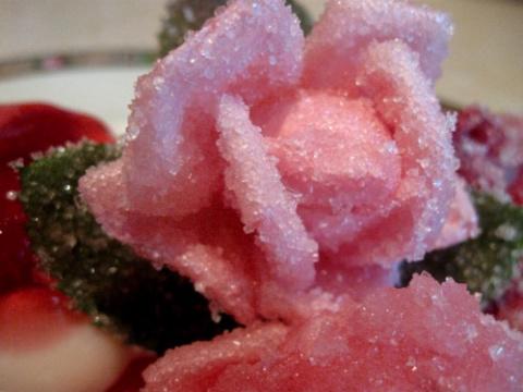 Розы в сахаре – вкусно и красиво