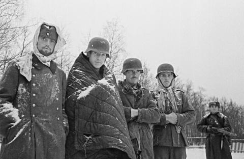 «Облет с иконой Москвы», «молебен перед Сталинградской битвой», «крестный ход под Кёнигсбергом»: кто и зачем придумывал фронтовые религиозные мифы?