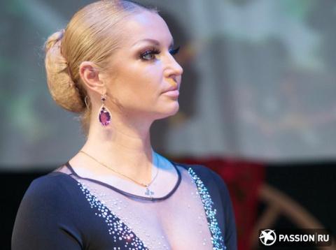 Анастасия Волочкова в «голом» платье произвела фурор на дне рождения друга
