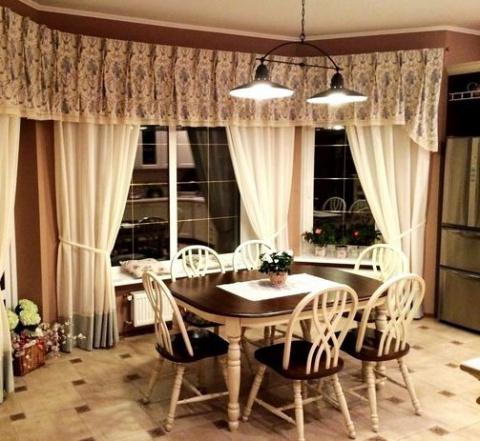 Кухня — огромная комната с …