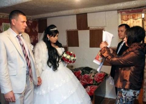Деревенские свадьбы проходят…