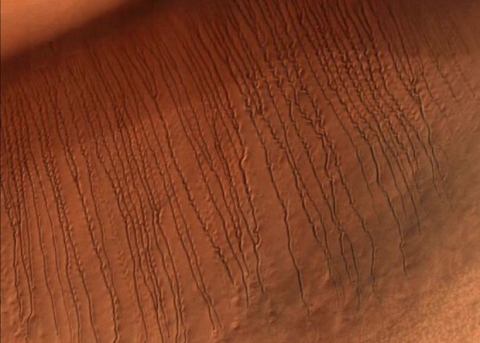 Роль углекислого газа в формировании марсианских оврагов подтвердили экспериментально