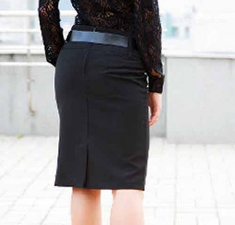 Прямая трехшовная юбка со шлицей