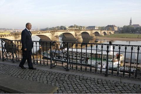 Президент Путин В.В на прогулке по Дрездену.