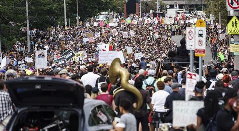 В Бостоне начались столкнове…
