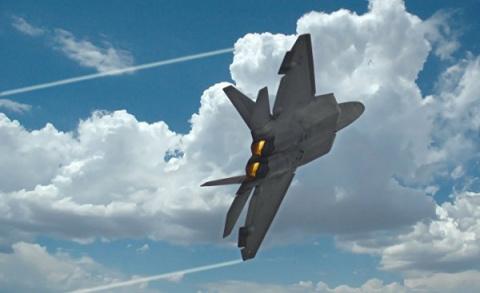 Американские F-22 чуть не сб…