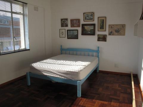 Маленькую комнату можно  пре…
