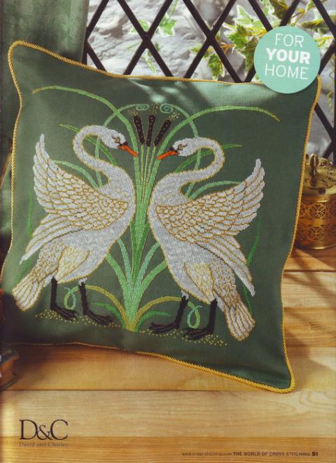 Подушка с лебедями