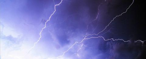 Последствия удара молнией – …