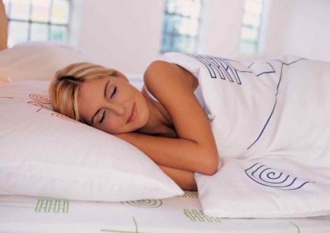 Почему мы вздрагиваем во время сна?