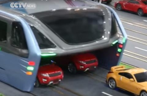 В Китае показали концепт автобуса, под которым могут проезжать машины