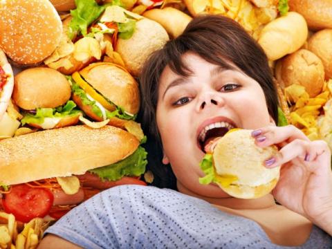 Жирная пища провоцирует проб…