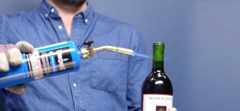 Пять способов открыть вино без штопора