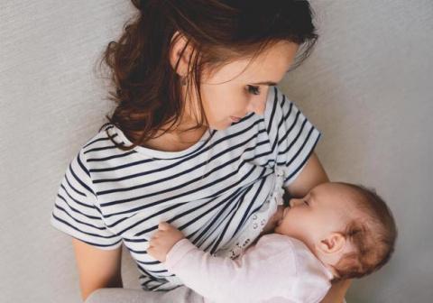 Прилюдно кормящие матери и д…