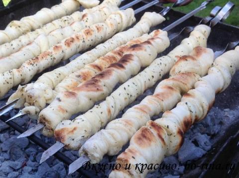 Хлеб на шампурах
