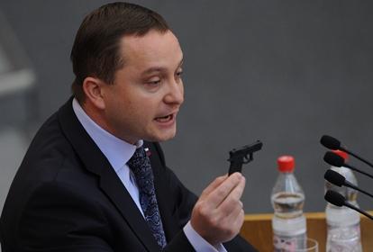 В Госдуме придумали наказание для чиновников за незнание российского флага