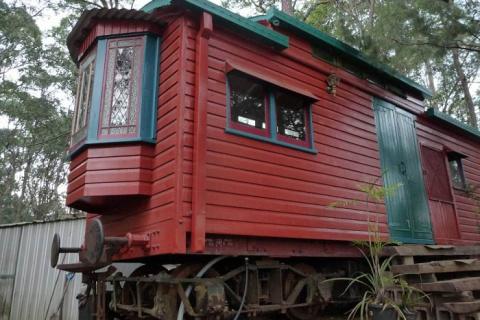 Дачный домик площадью всего 24 кв. м., переделанный из старого ж/д вагона