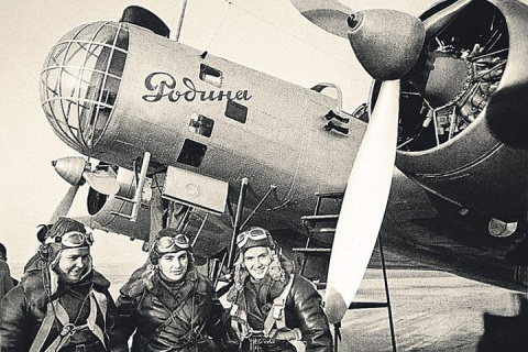 Ради спасения летчиц разбили два самолета