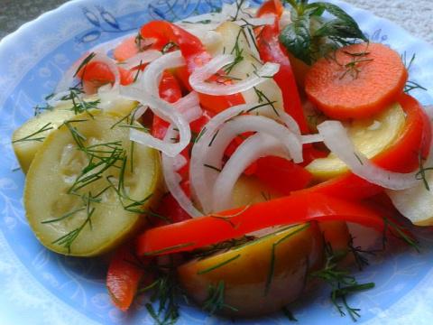 Суточная маринованная закуска-салат из яблок с овощами!