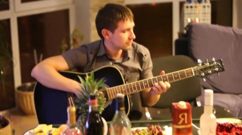 30 000 000 просмотров! Спев эту песню в кругу друзей, он и не подозревал, что прославится на всю страну!