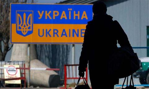 Из Украины хотят интернировать всех граждан России