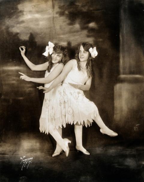 Сиамские близнецы сестры Хилтон, ставшие звездами водевиля